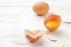 Ägg citron som förbereder hemlagad mat och skönhetsmedel på whitte royaltyfri bild