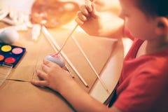 Ägg för barnmålarfärgpåsk Royaltyfria Foton