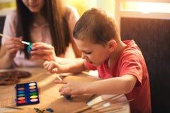 Ägg för barnmålarfärgpåsk Royaltyfri Bild