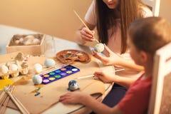 Ägg för barnmålarfärgpåsk Royaltyfria Bilder
