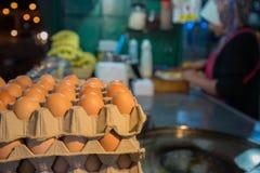 Ägg för framställning av en indisk traditionell mat som göras av mjöl royaltyfria bilder
