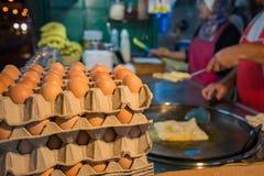 Ägg för framställning av en indisk traditionell mat som göras av mjöl royaltyfria foton