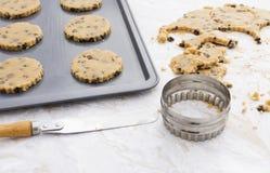 ägg för kakor för choklad för choc för chiper för bunkesmörchip som gör den blandande skeden trä Royaltyfri Foto