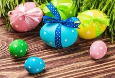Ägg för påsk är på tabellen Royaltyfri Foto