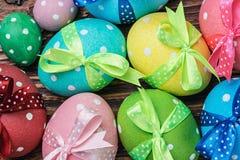 Ägg för påsk är på tabellen Royaltyfri Bild
