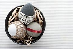 Ägg för påsk tre i svart kruka Royaltyfria Bilder