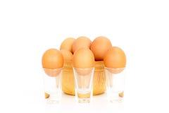 Ägg fega ägg i en bunkeisolat på vit Royaltyfri Foto