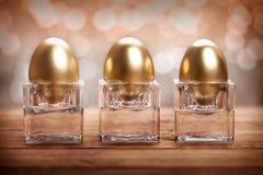 ägg guld- tre Arkivfoto
