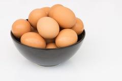 Ägg i bunke Arkivbild