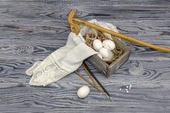 Ägg i en ask, kyrkastearinljus och rökelse Royaltyfri Fotografi