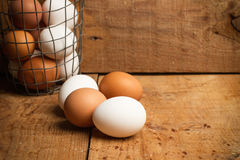 Ägg i en trådbunke Royaltyfri Foto