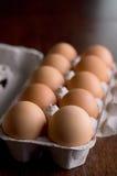 Ägg i ett pappers- magasin Arkivbild