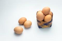 Ägg i korg på vit bakgrund Royaltyfria Foton
