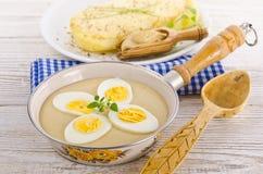 Ägg i senapsgultt sås Royaltyfria Bilder