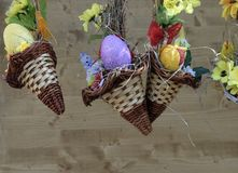 Ägg, knäpp blomma och randig torkduk Royaltyfri Fotografi