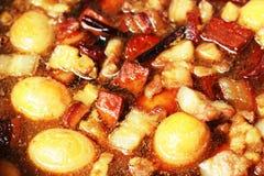 Ägg kokt griskött med tofuen Arkivbild