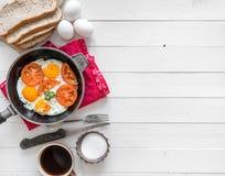 Ägg lagade mat lämnat utrymme för overeasy extra text, topview Fotografering för Bildbyråer