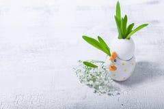 Ägg med blommor på en vit bakgrund easter symboler Royaltyfria Foton
