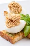 Ägg med dekorerad majonnäs Royaltyfri Fotografi
