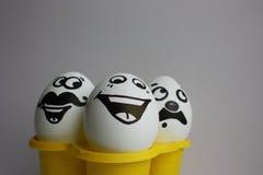 Ägg med en gullig framsida foto Arkivbild