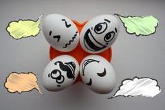 Ägg med en gullig framsida foto royaltyfri illustrationer