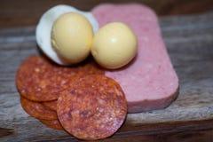 Ägg med morötter och haricot vert Arkivbilder
