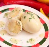 Ägg med senapsgult sås Fotografering för Bildbyråer