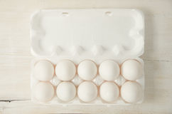 Ägg Nya fega ägg i ask Royaltyfria Bilder