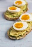 Ägg och avokado på rostat bröd Royaltyfria Bilder