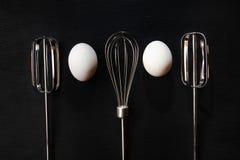 Ägg och eggbeaters Royaltyfri Foto