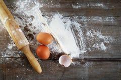 Ägg och kavel Arkivbilder