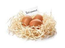 Ägg och kort med ordet AVGÅNG i rede på vit bakgrund royaltyfri foto