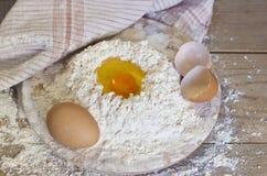 Ägg och mjöl Royaltyfria Bilder