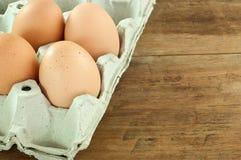 Ägg på äggspjällådaskumet Royaltyfri Bild