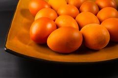 ägg på brun maträtt Royaltyfri Fotografi