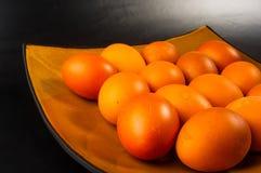 ägg på brun maträtt Royaltyfri Foto
