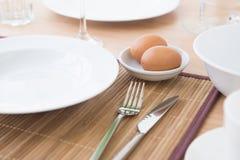 Ägg på bunken Arkivbild