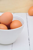 Ägg på den vita maträtten Royaltyfria Bilder