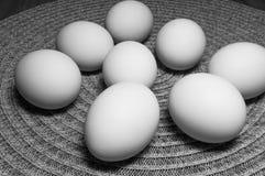 Ägg på en tabell Fotografering för Bildbyråer
