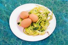 Ägg på plattan Royaltyfri Fotografi
