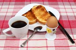 Ägg, rostade bröd och kaffe Royaltyfria Foton