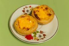 Ägg som är syrligt på den vita maträtten Royaltyfri Foto