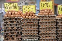 Ägg som är till salu i Quito, Ecuador Royaltyfri Fotografi