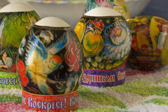 Ägg som dekoreras av termiska etiketter, påsk Royaltyfria Bilder