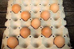 Ägg som läggas ut på ett magasin Fotografering för Bildbyråer