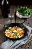 Ägg som tjuvjagas med grönsaker som namnges Arkivfoto