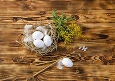 Ägg, stearinljus, rökelse och filialer av en mimosa Royaltyfria Foton
