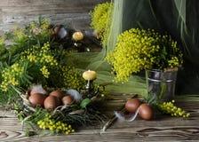 Ägg, stearinljus, rökelse och filialer av en mimosa Fotografering för Bildbyråer