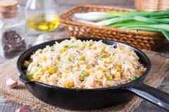 ägg stekt rice Förberett och tjänat som i en stekpanna Fried Rice med havre Arkivfoton