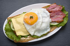 ägg stekt smörgås Royaltyfri Fotografi